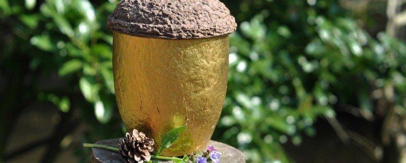 Gouden Eikeltjes urn